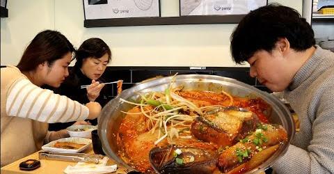 Đi Ăn Cá Thu Hầm với Kim Chi Cực Ngon- 묵은지고등어조림