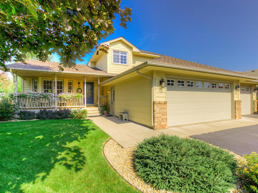 Gorgeous home desigined to entertain in Coon Rapids