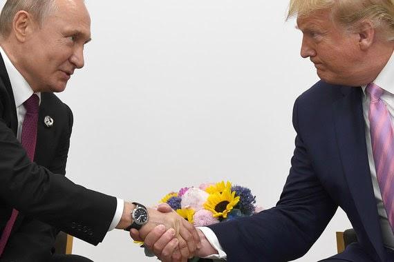 Трамп и Путин меряются рукопожатиями в Осаке. Дональд пытается показать, что он мужик