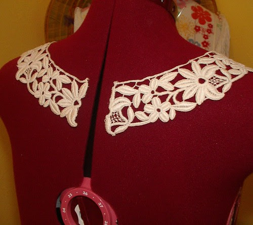 machine lace collar
