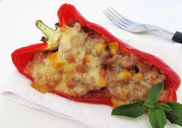 pimentao vermelho recheado com carne e queijo
