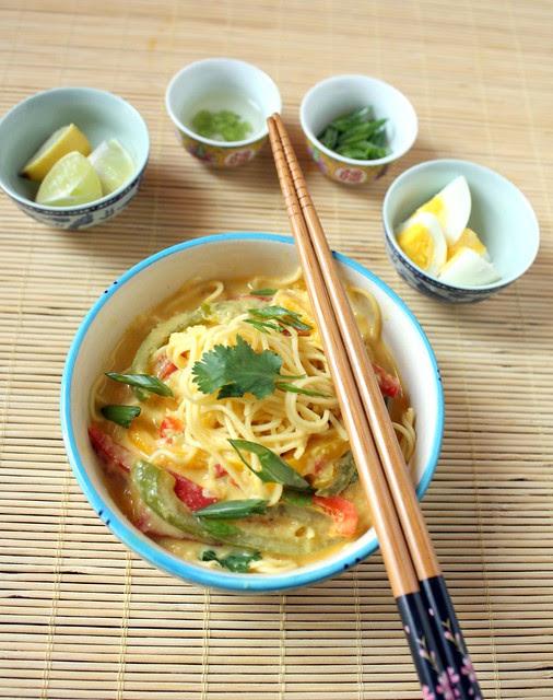 khow suey in a bowl