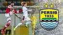 Indosport -    Bojan Malisic (kiri) berusaha merebut bola dari Katsumi Yusa.