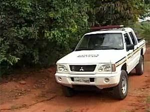Moradores do campo pedem ajuda da polícia (Foto: Reprodução/TV Integração)