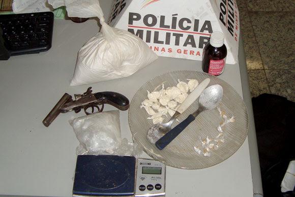Arma e produtos encontrados em casa no Jardim dos Pequis / Foto: Divulgação