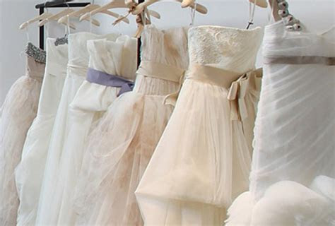 What are the Pros and Cons of Buying an Off the Rack Gown