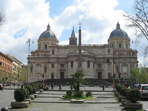 Fachada y Plaza