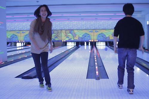 Makiko missing the bowling pins