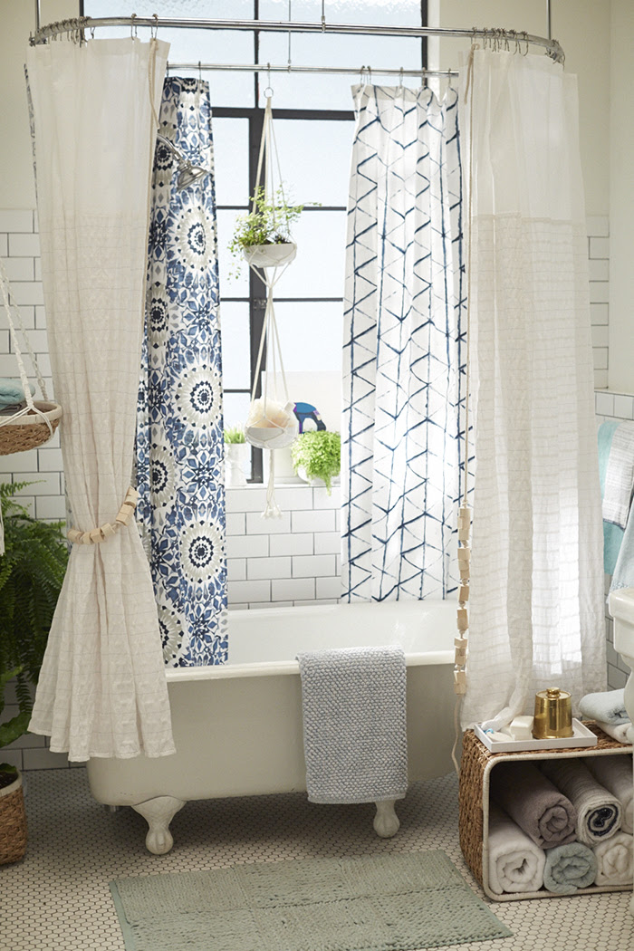 Target_Emily-Henderson_Bathroom_Blue-White-Green-Eclectic-Bohemian_bathtub
