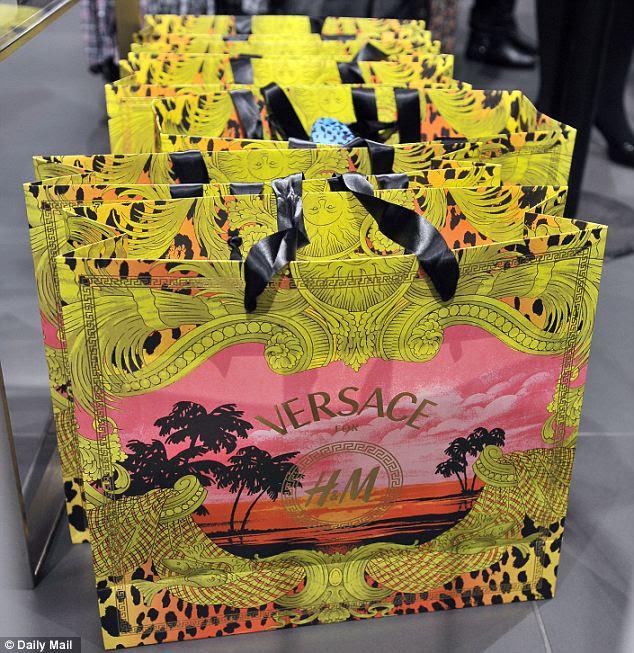 Line up: Estes sacos Versace não vai ficar vazia por muito tempo