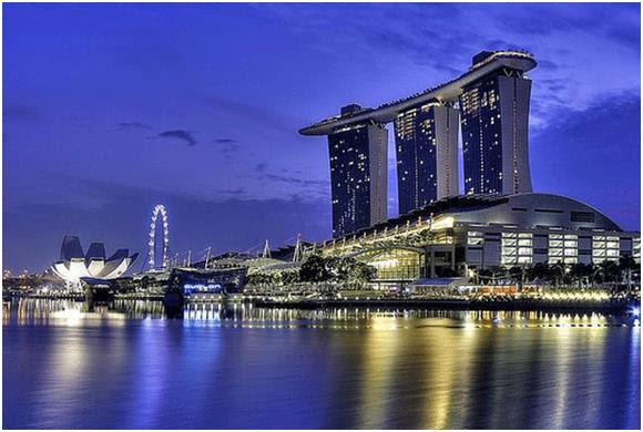 """يعد منتجع """"مارينا باي ساندز"""" Marina Bay Sands الذي أنشأته شركة """"Las Vegas Sands"""" في سنغافورة، أغلى مبنى في العالم، حيث تبلغ تك"""