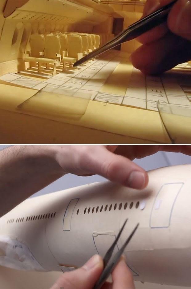 Acima, momento da colocação dos assentos dá ideia da escala do avião de Luca. Na imagem de baixo, a parte externa da fuselagem (Foto: Reprodução/Youtube/lucaiaconistewart)