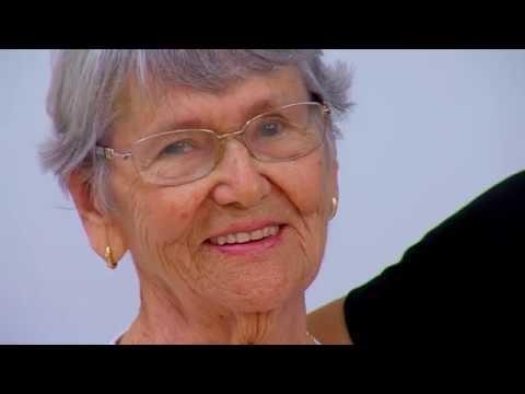 Idosa arrecada mantimentos no aniversário de 90 anos para doação