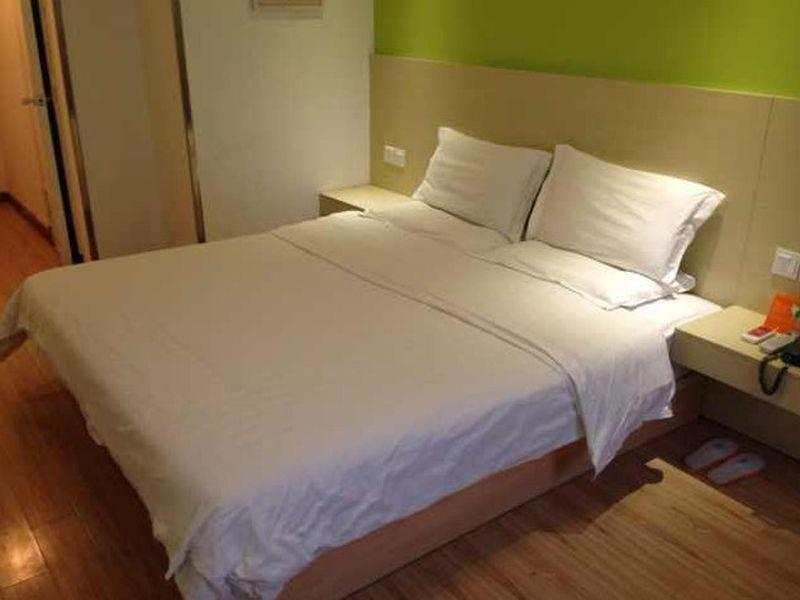 Price 7 days inn Harbin Cheng De Plaza