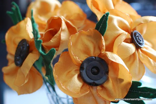 DIY Vintage Button Flowers