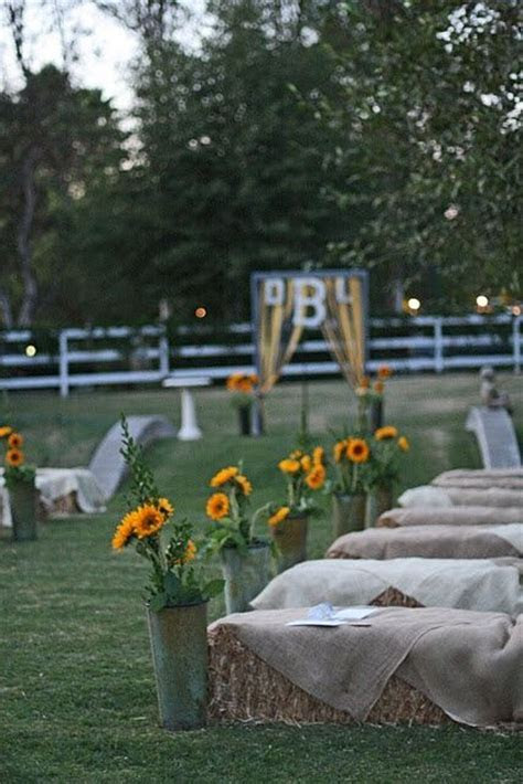 How Can Get Comfortable Wedding Hay Bales Seating