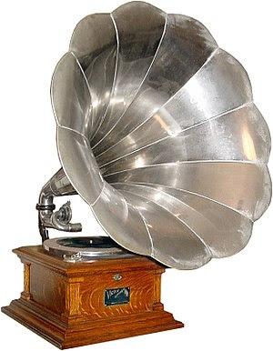 A Victor V phonograph, ca. 1907