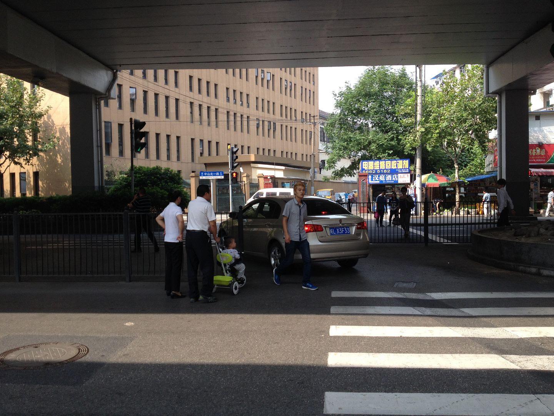 Using the pedestrian walkway as a turnaround photo 2013-10-11110922_zps12b4f0ae.jpg