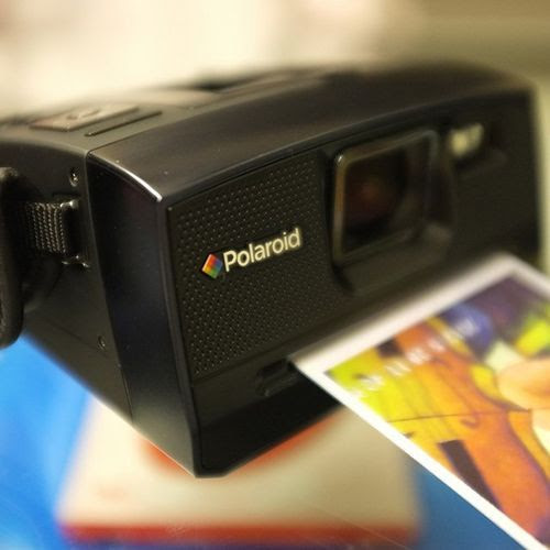 Polaroid Z340 Instant Digital Camera / Fancy Crave (polaroid,z340,instant,digital camera,full color images,borders,ink,computer,express,unique style)