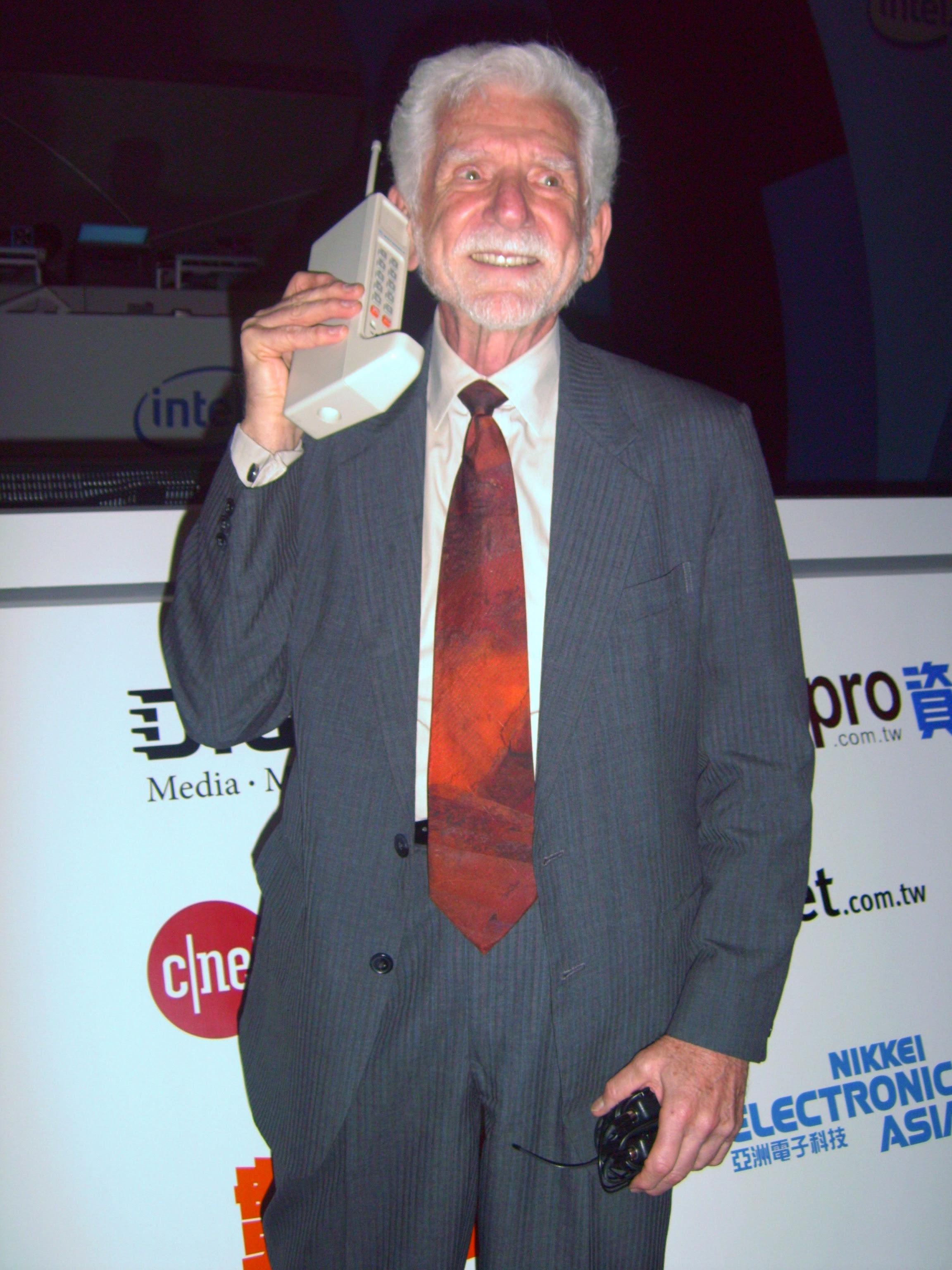 40 años de la primera llamada desde un teléfono móvil