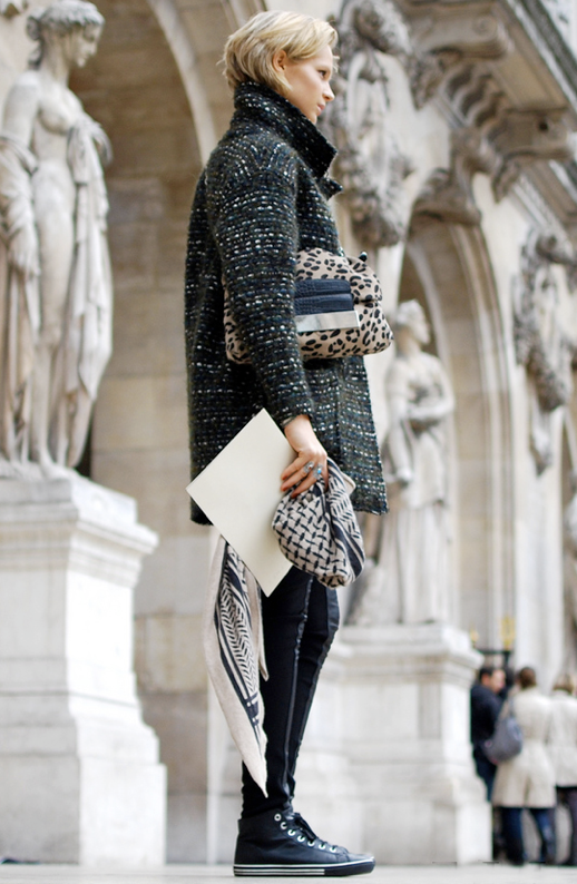 ELLE TUMBLR ETOILE ISABEL MARANT BOUCLE TWEED COAT GREY GRAY SCARF HIGH TOP SNEAKERS LEOPARD CLUTCH MODEL STREET STYLE
