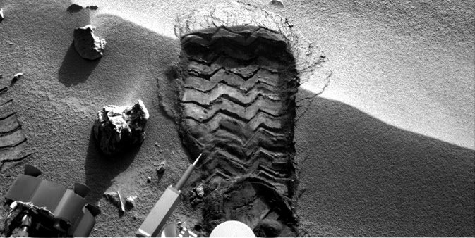 NASA's Mars rover Curiosity cut a wheel scuff mark into a wind-formed ripple at the