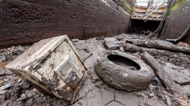 A safe and a tyre in a drained canal lock