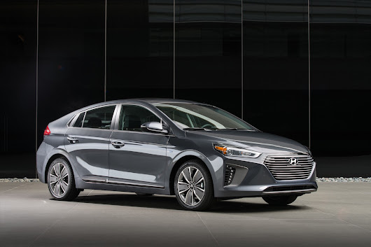 2017 Hyundai Ioniq prices: hybrid starts at $23,035, electric at $30,335