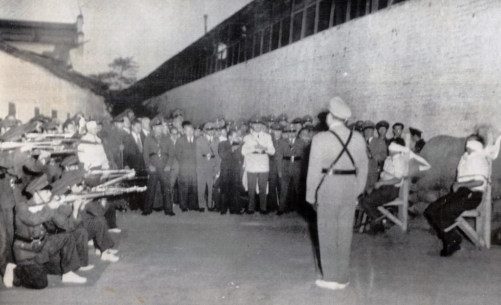 Pelotón de fusilamiento, Santiago de Chile, 1955. Firing squad, Santiago de Chile, 1955. Marcelo Montecino Collection.