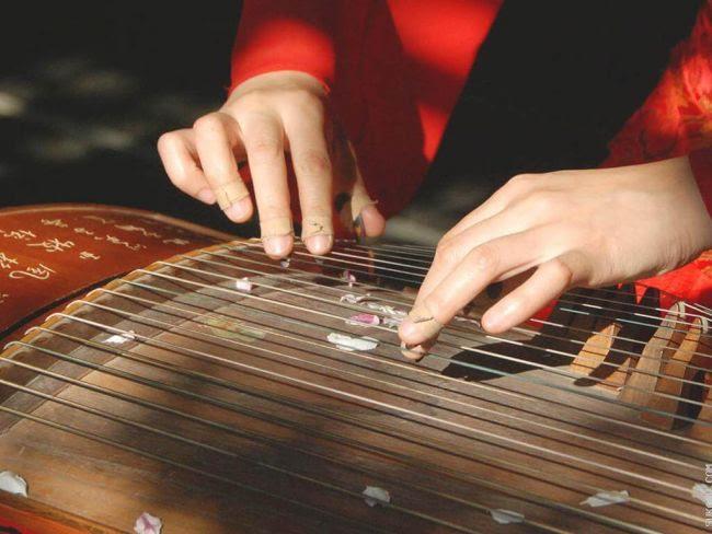 Cara Memainkan Alat Musik Non Tradisional
