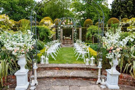 ROMANTIC GLAMOUR WEDDING FLOWERS ? SHOOT AT BIRTSMORTON