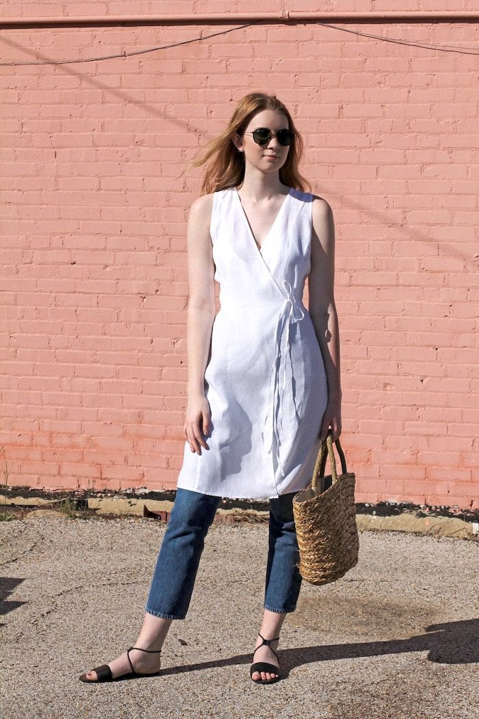 How To Wear White Linen Summer Outfit Eileen Fisher Wrap Top Aviator Sunglasses Cropped Jeans Basket Bag Flat Sandals Minimal Style Pink Wall Kilgore Texas Le Fashion Blog