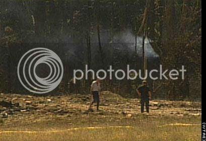 http://i756.photobucket.com/albums/xx208/kennyrk3/Early%20911%20internet%20photos/pennsylvania_crash.jpg