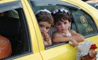 Niñas de siete años  vestidas de novias en Gaza. Foto: Thelastcrusade.org