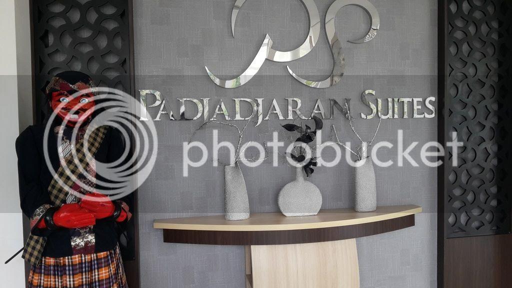 photo pajajaran Suites loby_zps5yoaxvl8.jpg