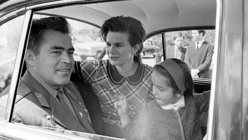 Aug11-1962-Vostok3Nikolayev-with-family