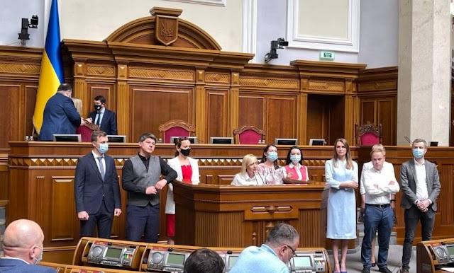 """Фракція """"Голос"""" офіційно розкололась: 10 депутатів оголосили про створення окремого об'єднання в Раді"""