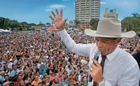 Advogado comenta possíveis crimes que teriam sido cometidos pelo apóstolo Valdemiro Santiago em caso denunciado pela TV Record. Confira
