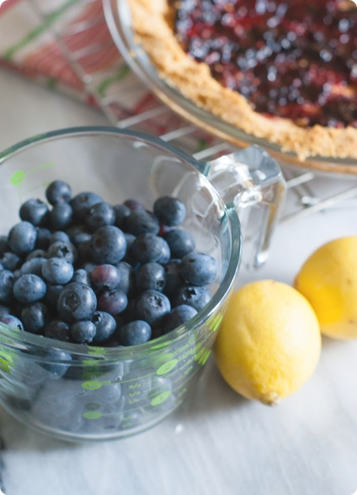 easy blueberry cream pie with a no-bake filling