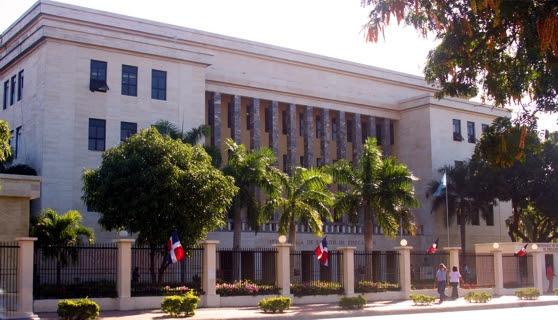 Ministerio de Educación se niega a eliminar pruebas nacionales
