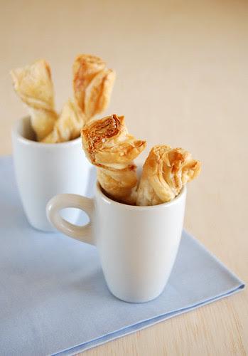Puff pastry cheese twists / Torcidinhos de queijo