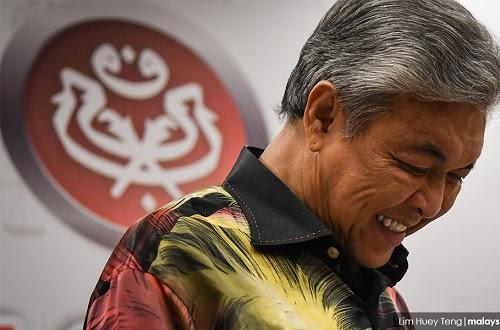 Zahid mahu kembali relevan tapi Umno dipertaruhkan