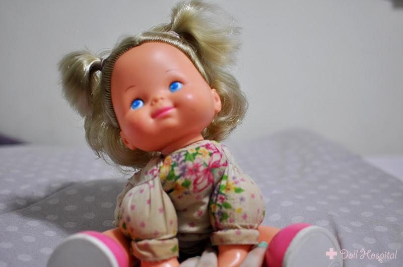 boneca sentada