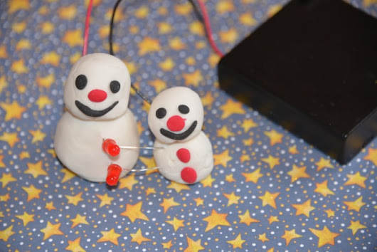 Light Up Snowman - Play Dough Circuit - Science Sparks