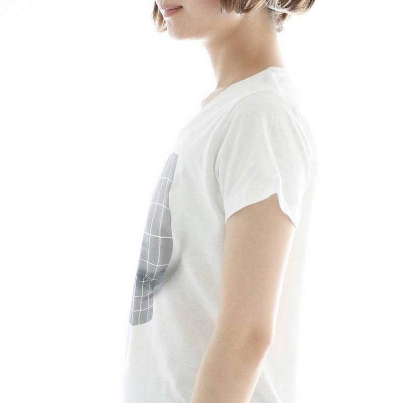Camiseta habilmente desenhada pode proporcionar um grande busto a qualquer mulher 03