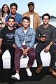 dylan obrien reunites with teen wolf cast at comic con 02