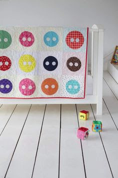 Image © Love Patchwork & Quilting  Cute as a button! Applique Quilt by @Kate Mazur F. Jones