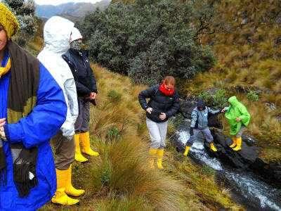 Lugares turísticos del Ecuador: Turistas en el Parque Nacional el Cajas, Ecuador.