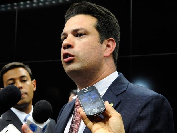 Reconduzido á Liderança do PMDB, Leonardo Picciani concede entrevista na Câmara (Foto: Luis Macedo / Câmara dos Deputados)