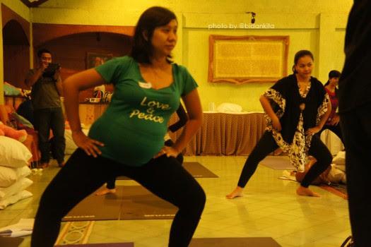 yang lalu saat saya menghadiri kebaktian perayaan ulang tahun Emak  Mari Menari untuk persiapan persalinan lancar
